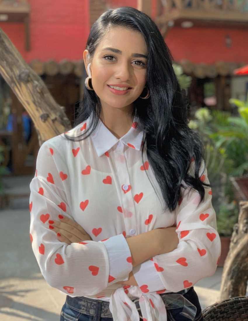 Sarah Khan HD Photo 7