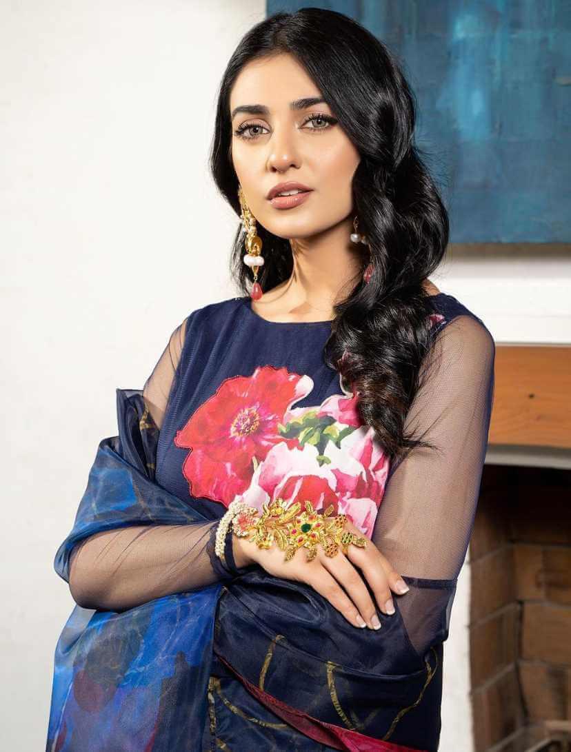 Sarah Khan HD Photo 8