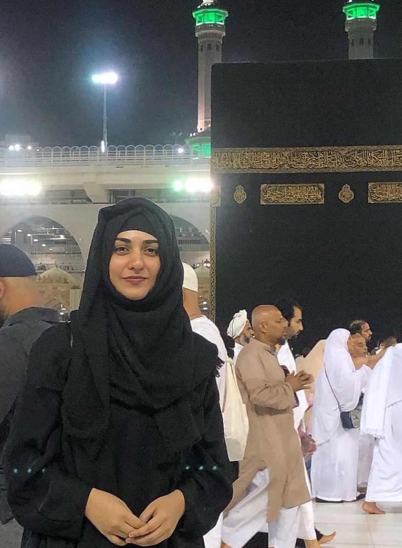 Sarah Khan Hijab Photo