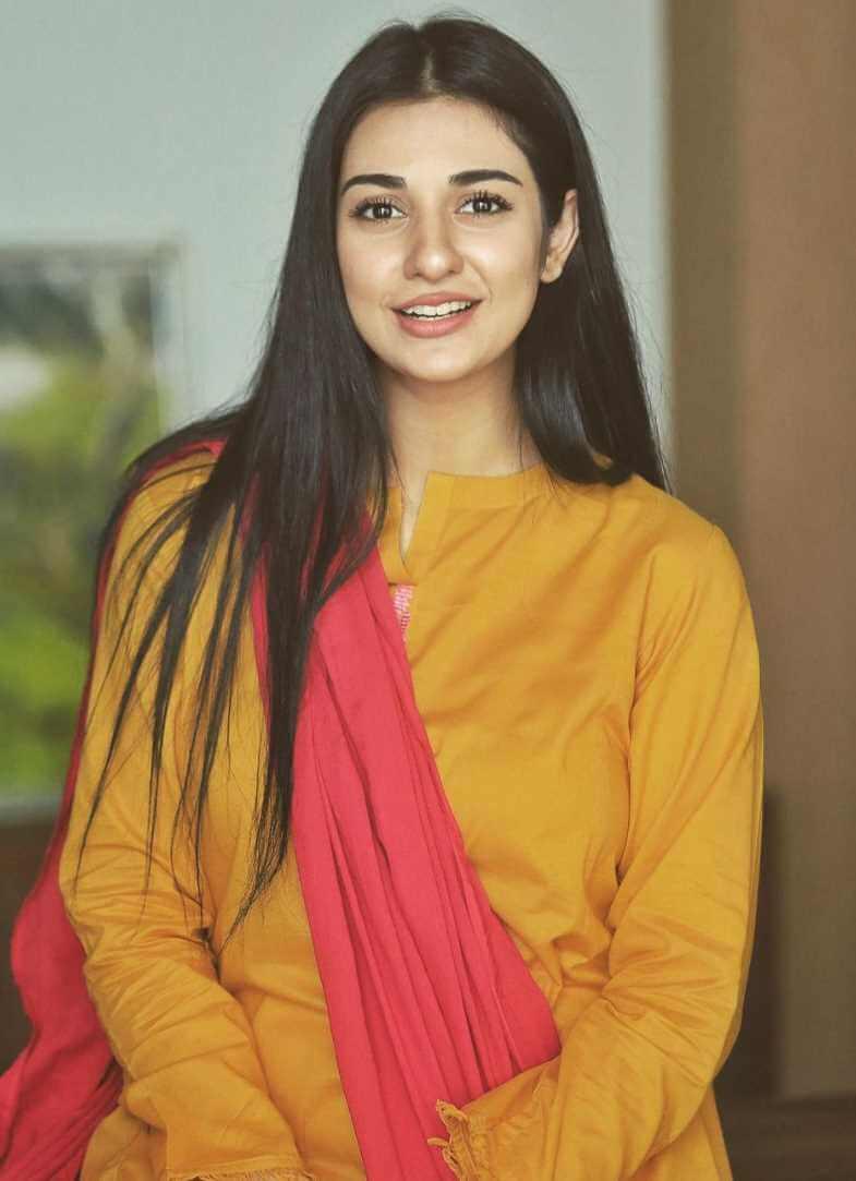 Sarah Khan Hot Photo