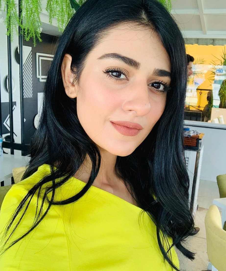 Sarah Khan Hot Selfie