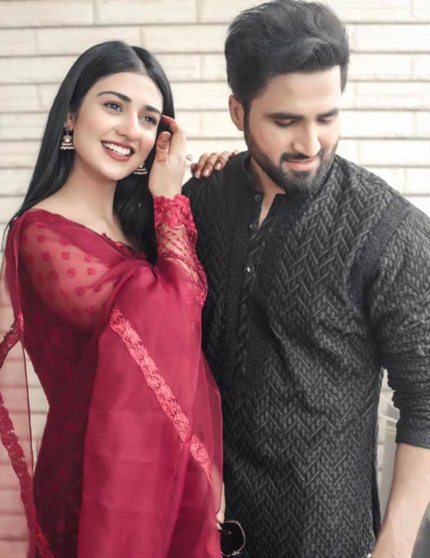 Sarah Khan Husband photos