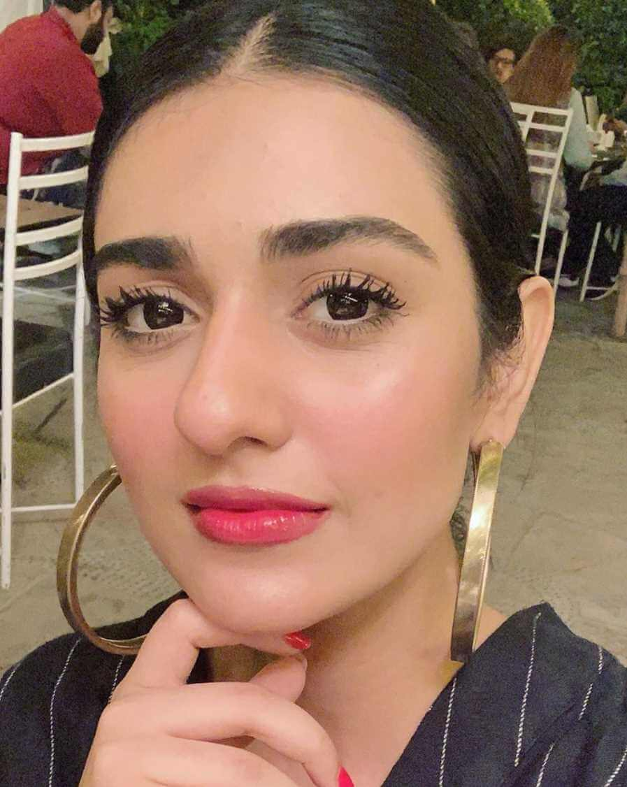 Sarah Khan New Selfie Picture