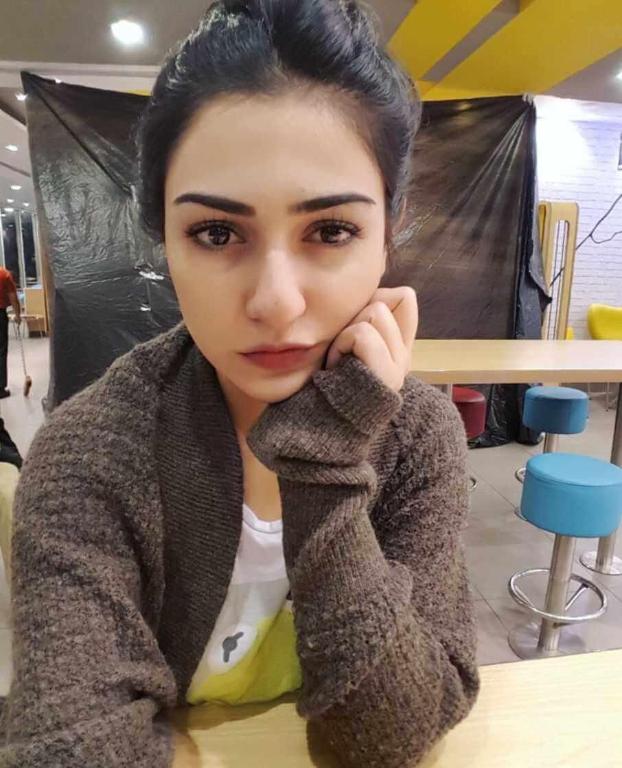 Sarah Khan New Selfie
