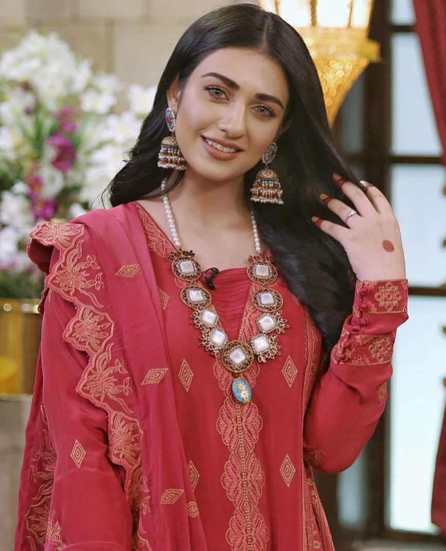 Sarah Khan Picture