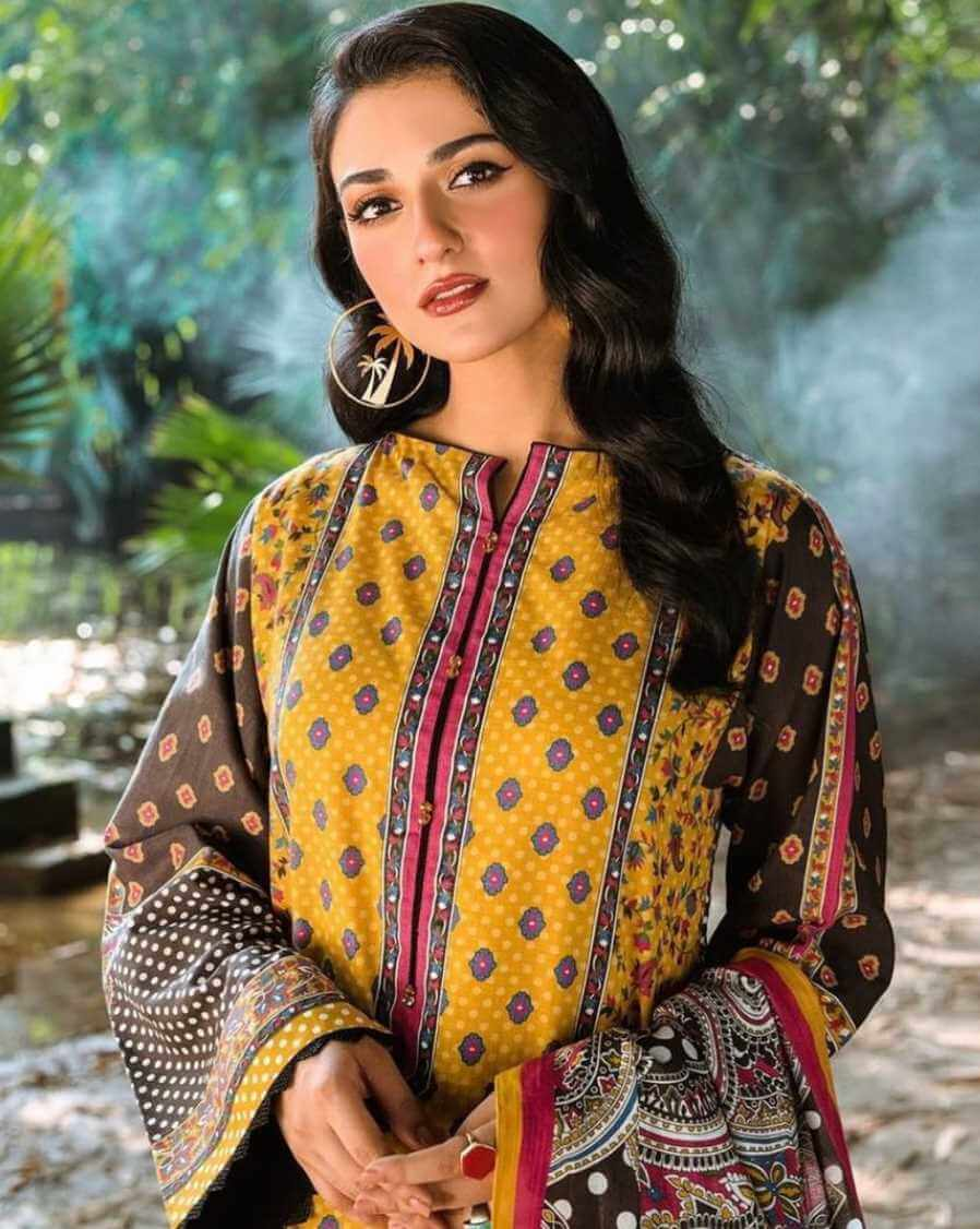 Sarah Khan Salwar Kameez HD Photo