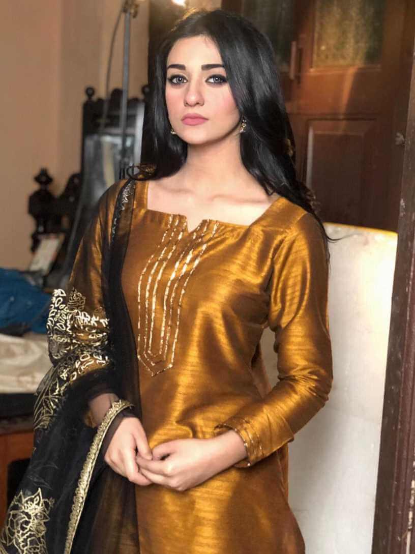 Sarah Khan Salwar Kameez HD Pic