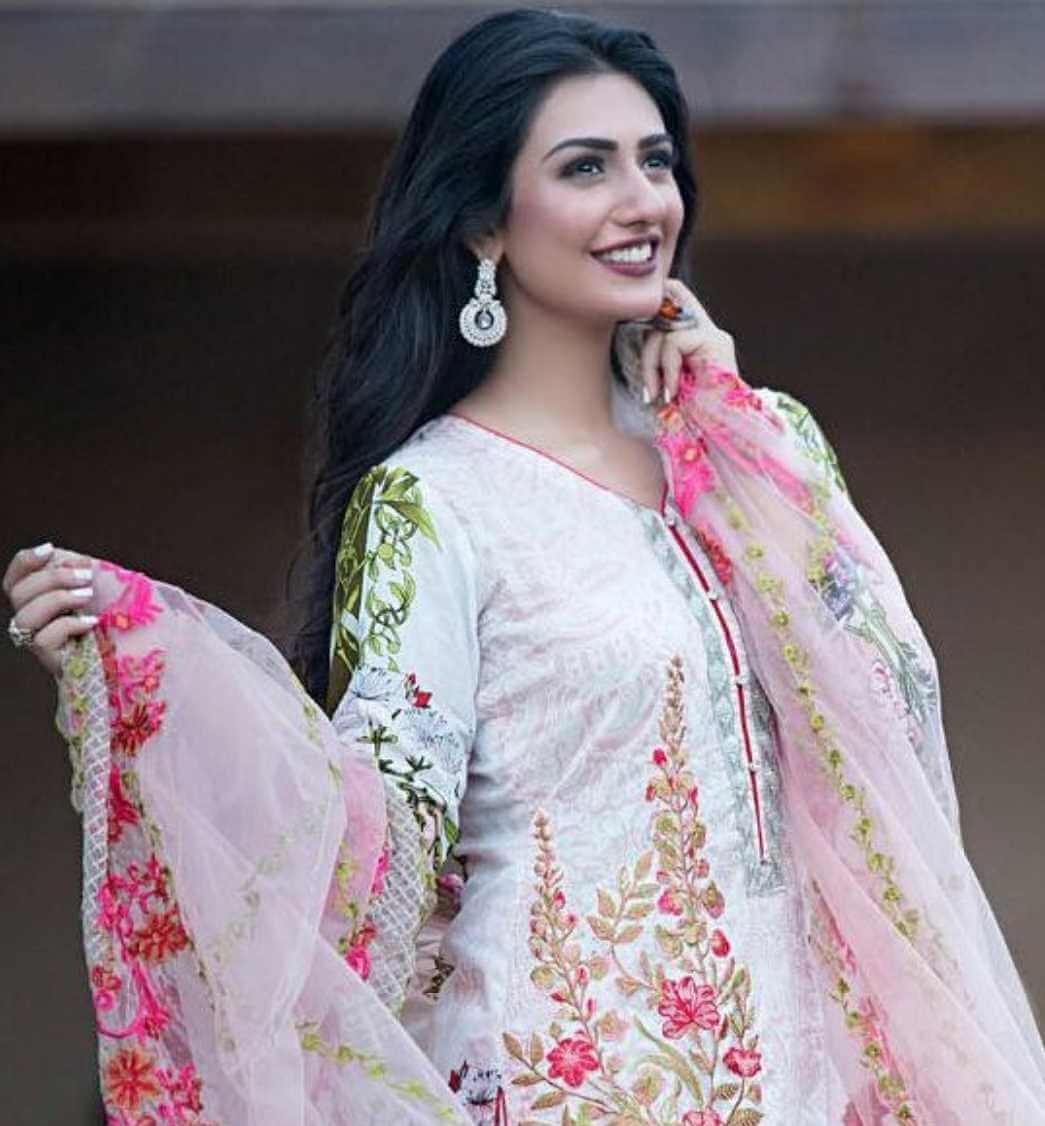 Sarah Khan Salwar Kameez New Image