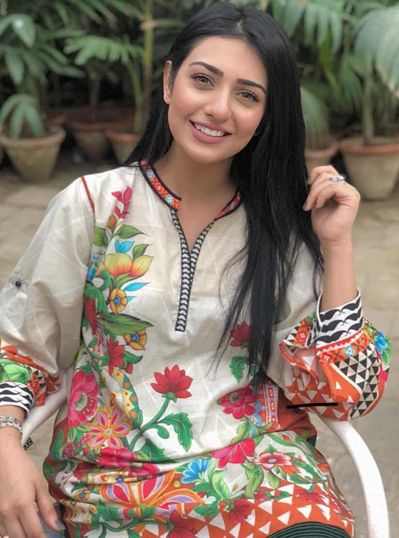 Sarah Khan Salwar Kameez New picture