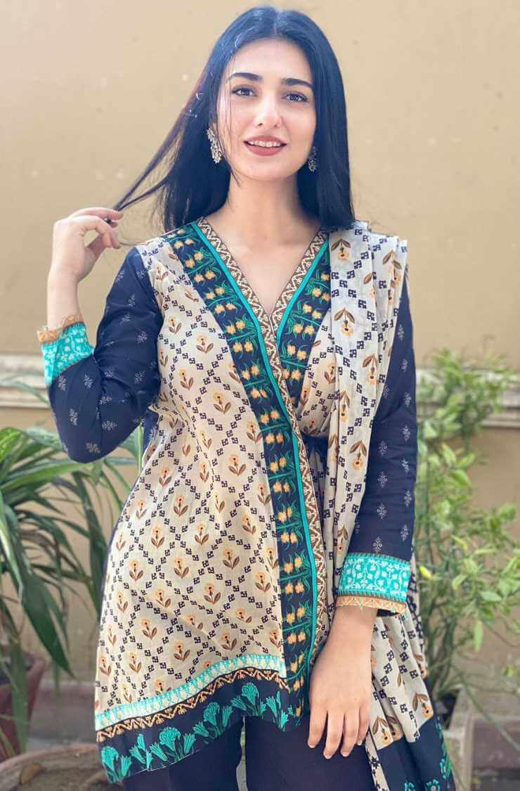 Sarah Khan Salwar Kameez Old Photo