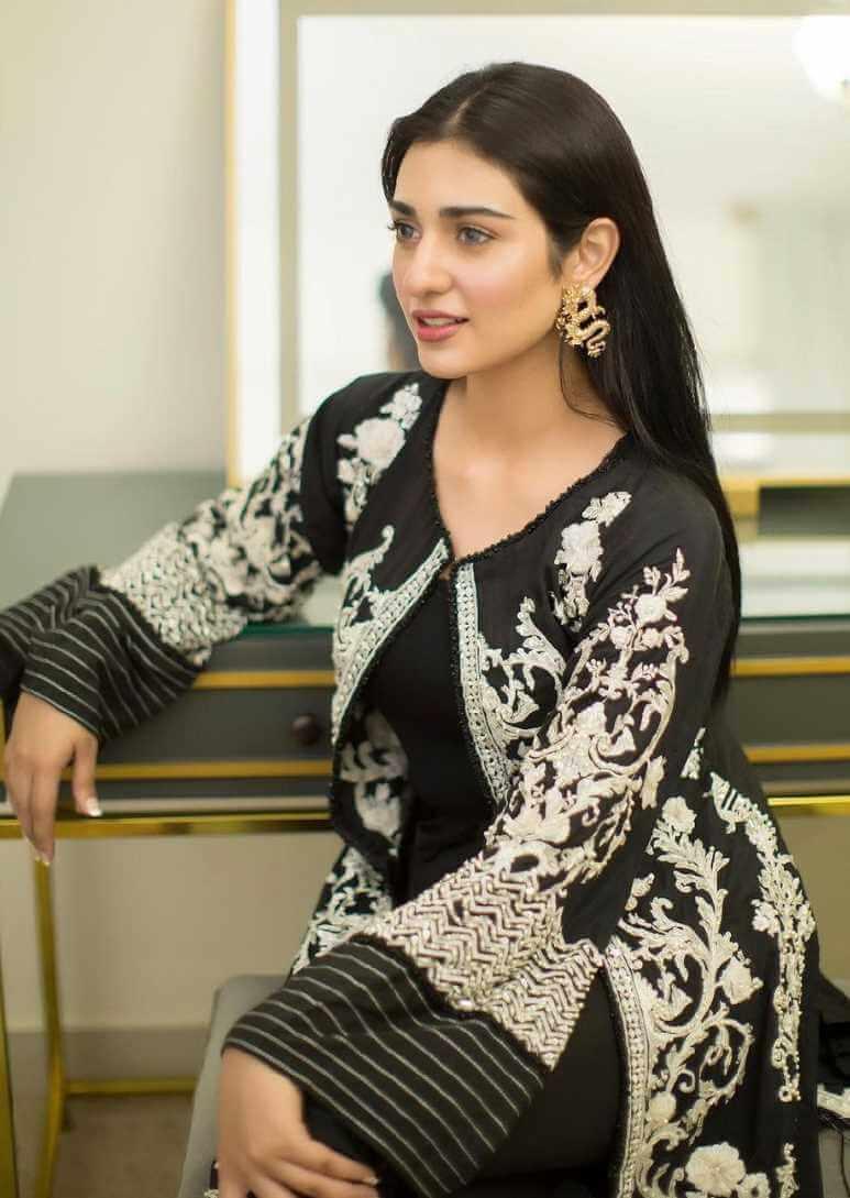 Sarah Khan Salwar Kameez Photo 2
