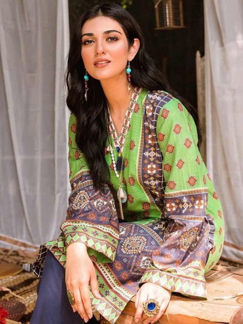 Sarah Khan Salwar Kameez Photo 3