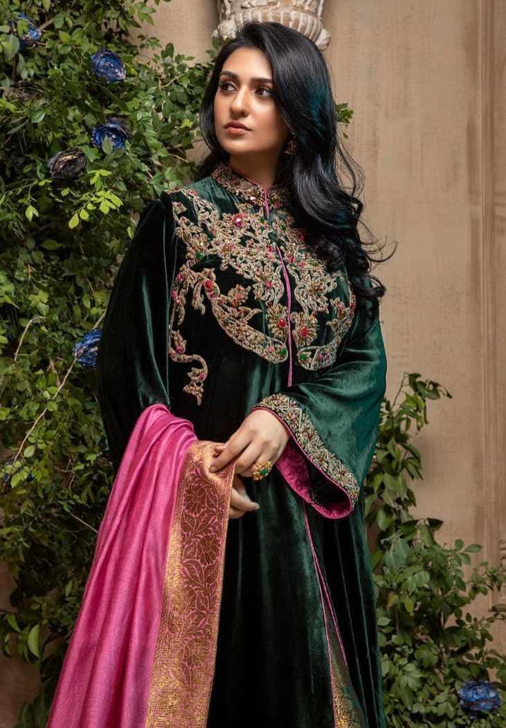 Sarah Khan Salwar Kameez Photo 4