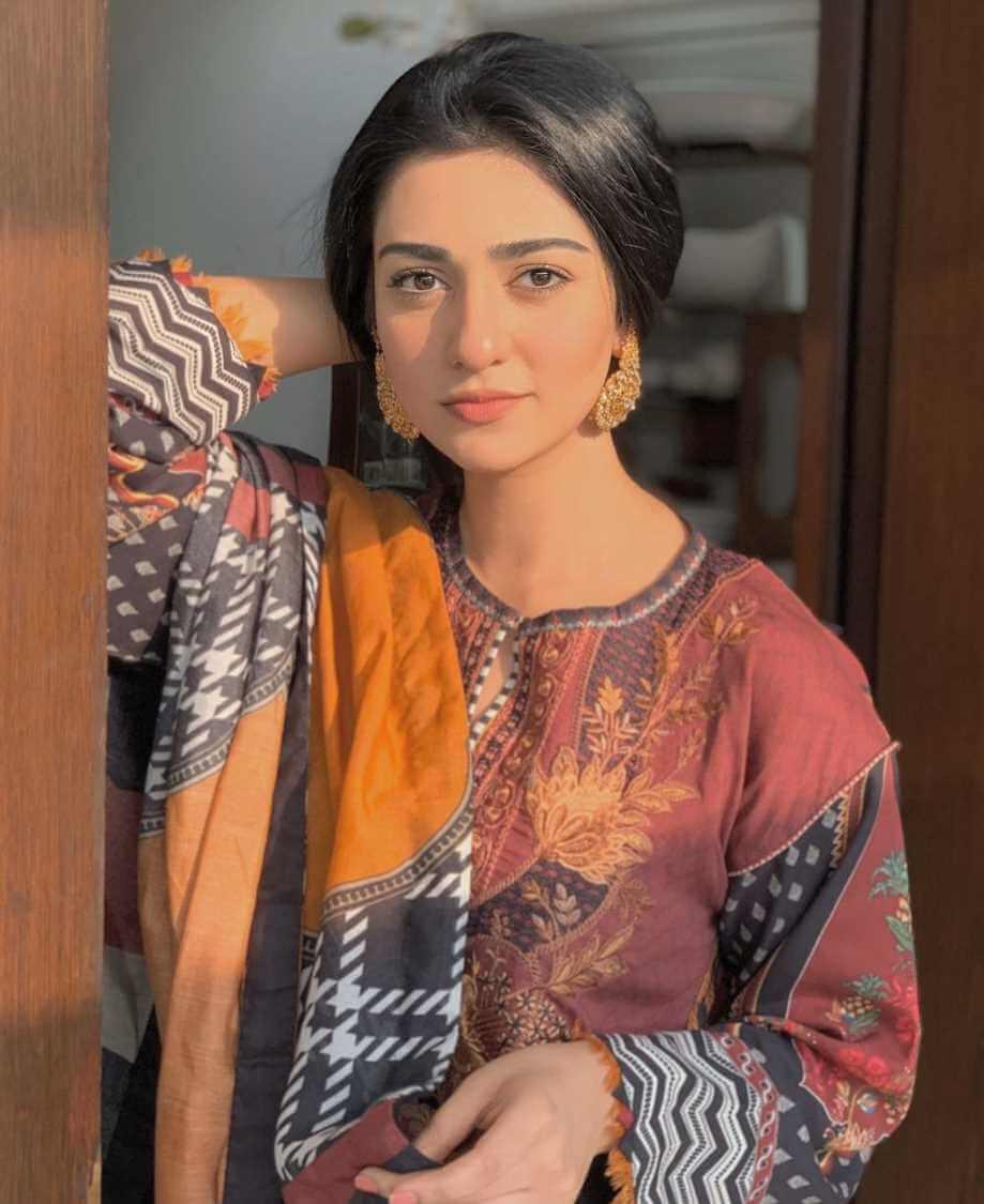 Sarah Khan Salwar Kameez Photo hd