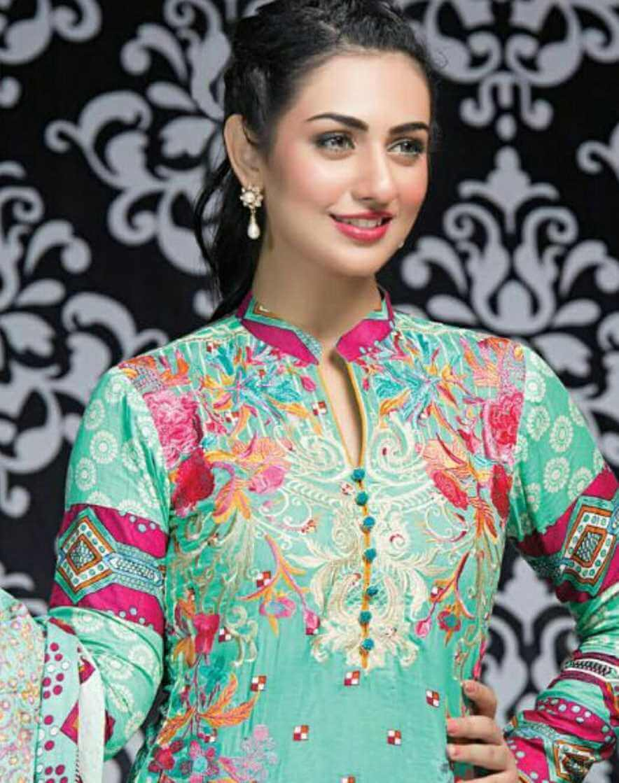 Sarah Khan Salwar Kameez Style Image