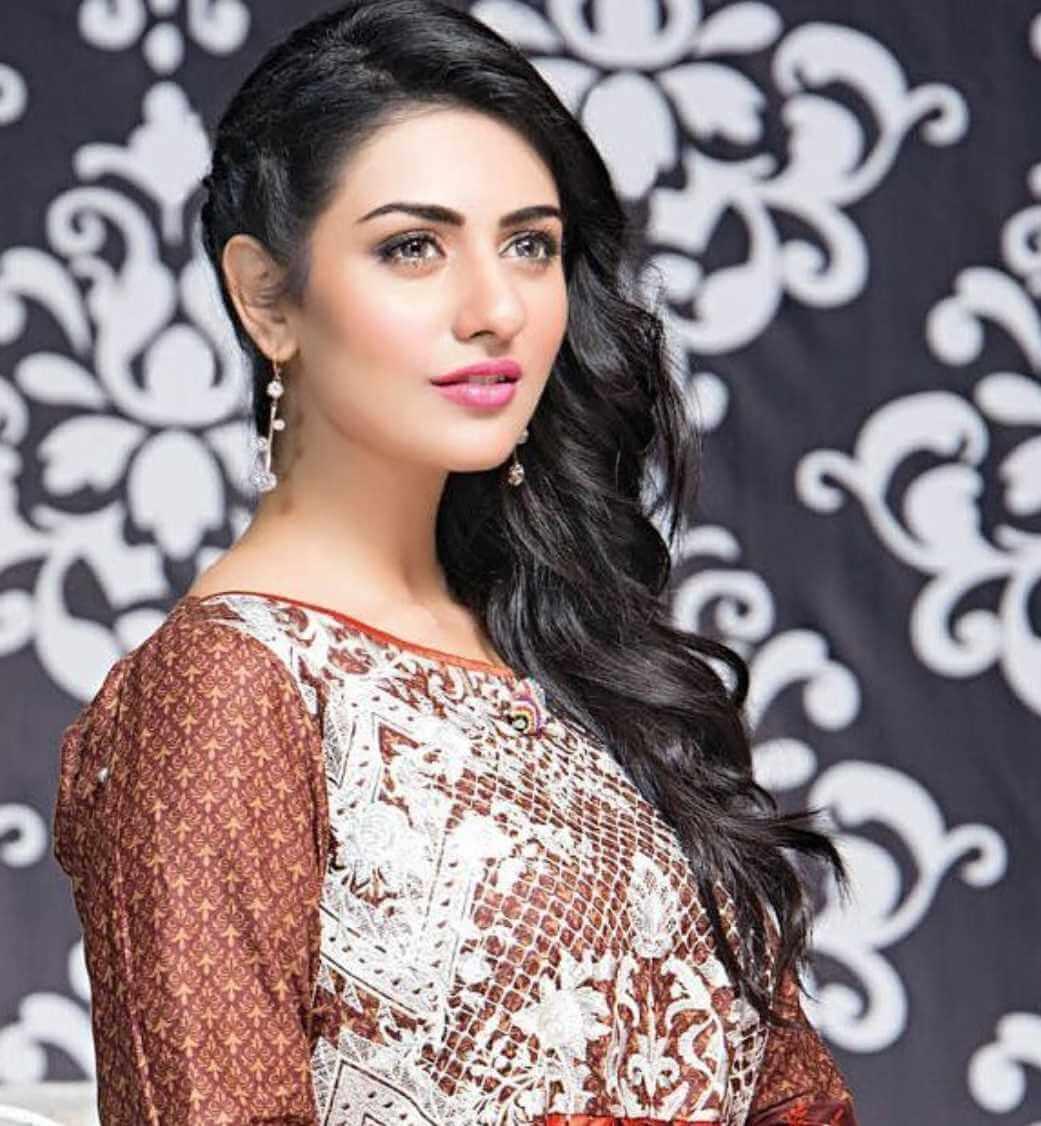Sarah Khan Salwar Kameez Style Photo