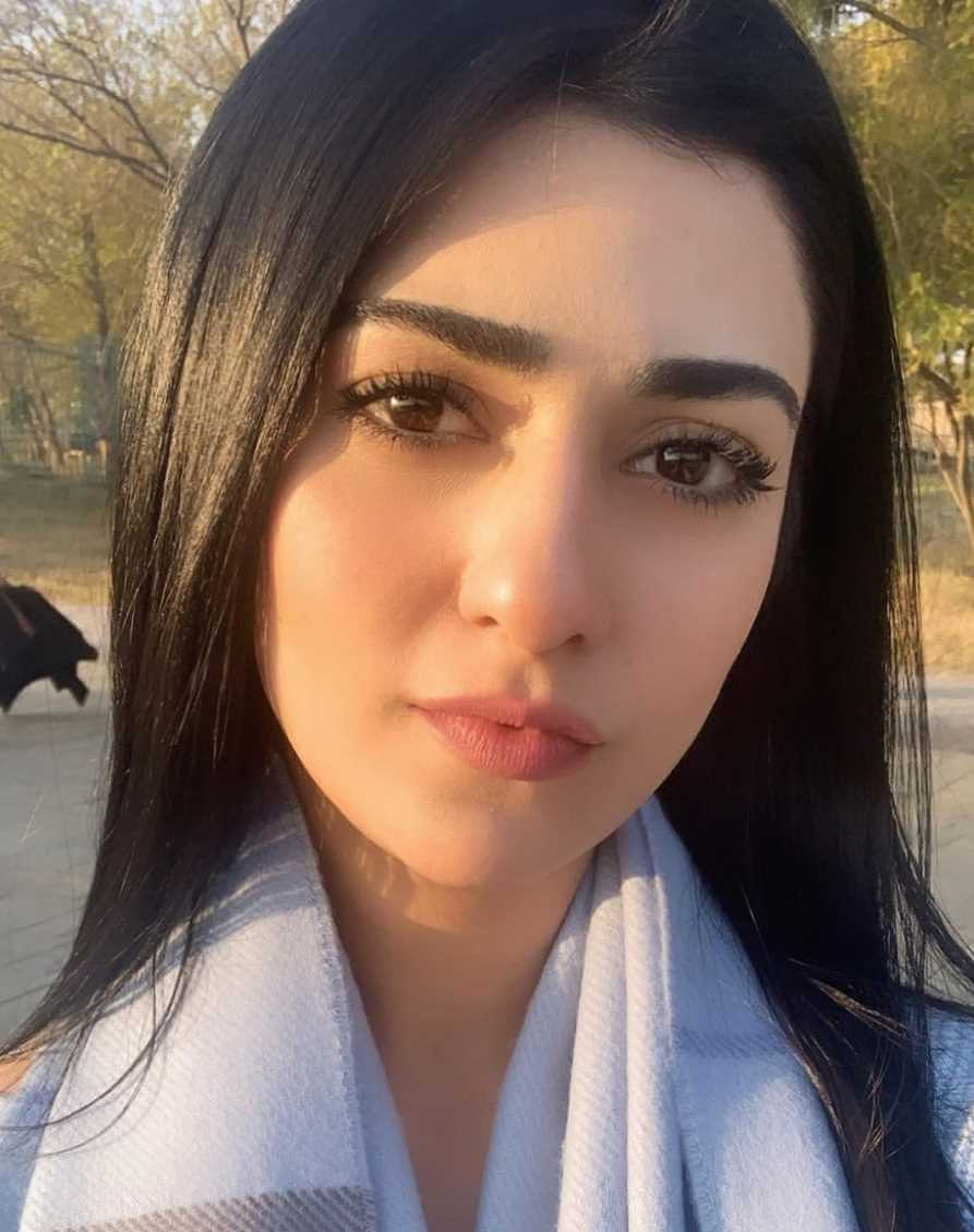Sarah Khan Selfie 3