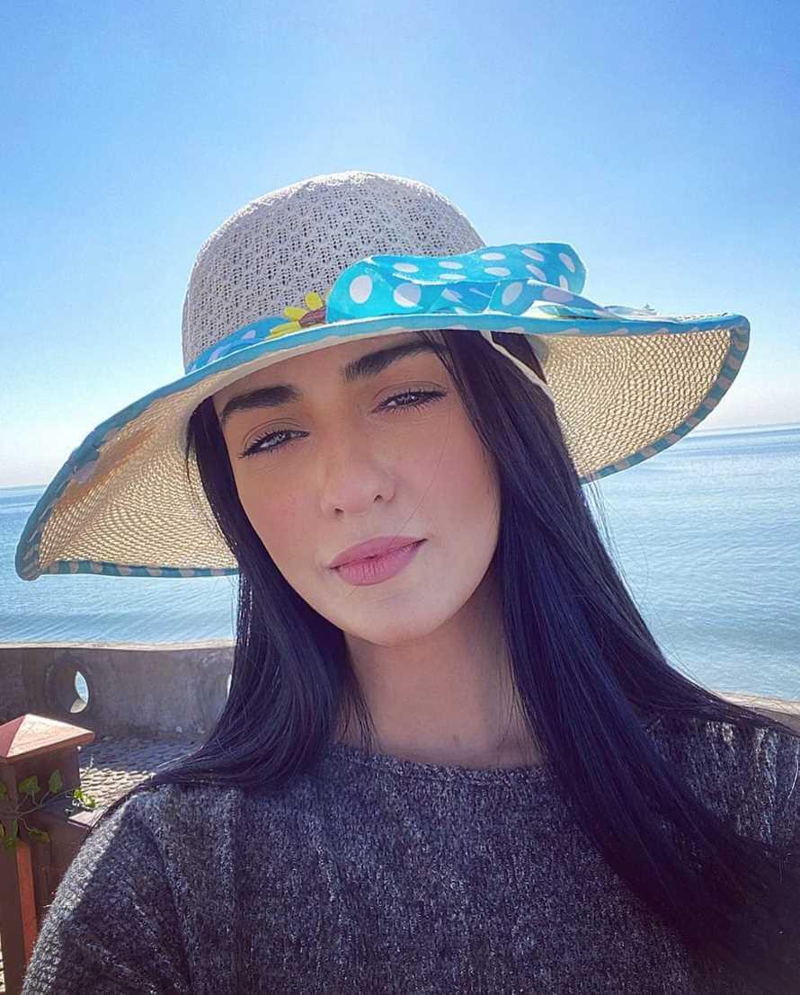 Sarah Khan Selfie 4
