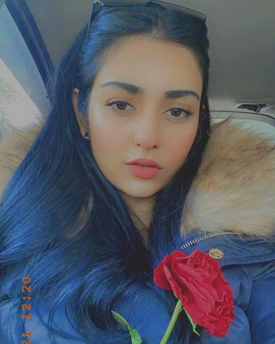 Sarah Khan Selfie 5