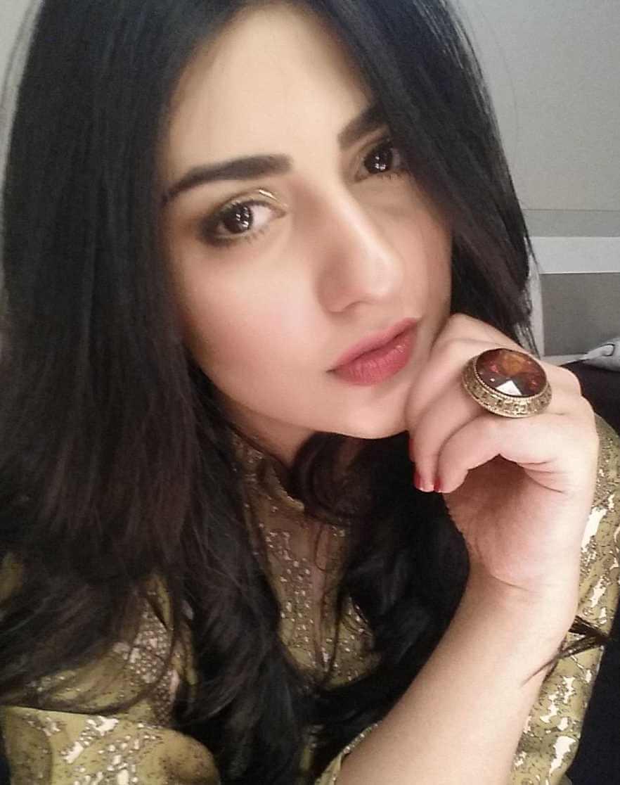 Sarah Khan Selfie Image