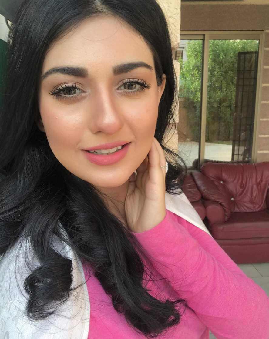 Sarah Khan Selfie Picture
