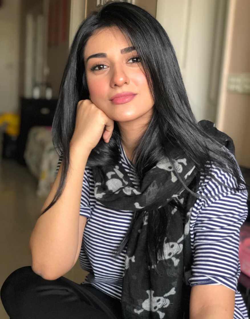 Sarah Khan Selfie