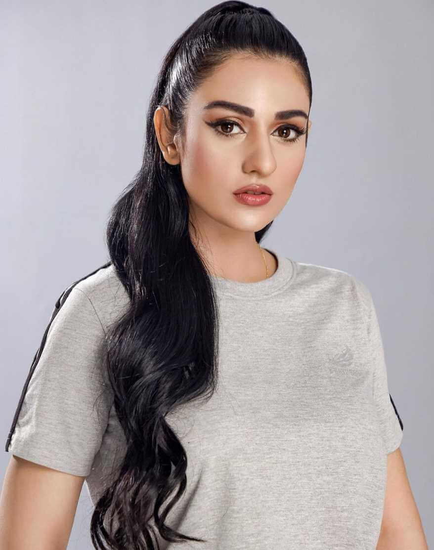 Sarah Khan T-Shirt Pics