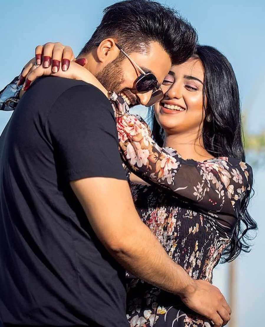 Sarah Khan With Falak Shabir pic