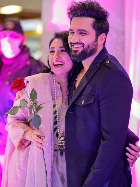 Sarah Khan With her Husband Falak Shabir photo