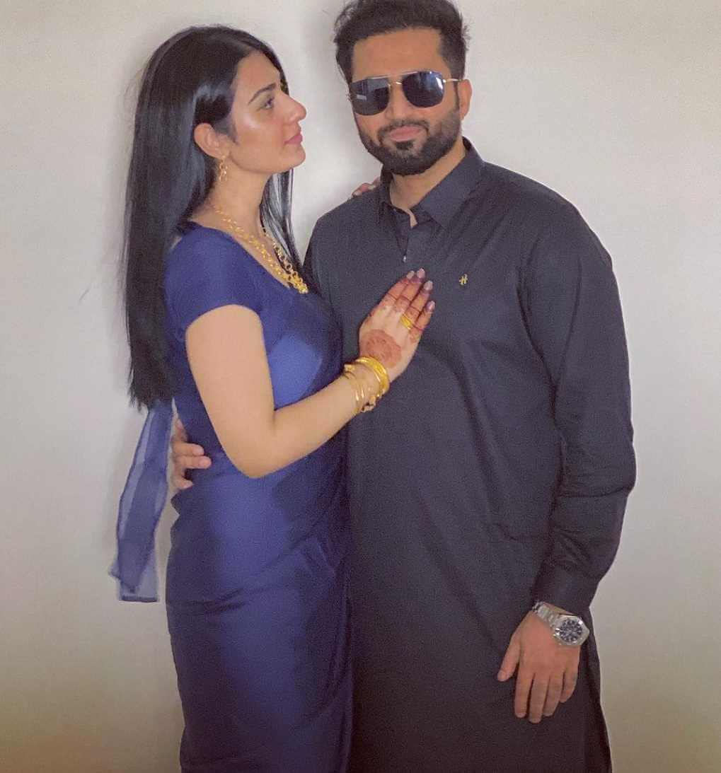 Sarah Khan With her Husband Old photo