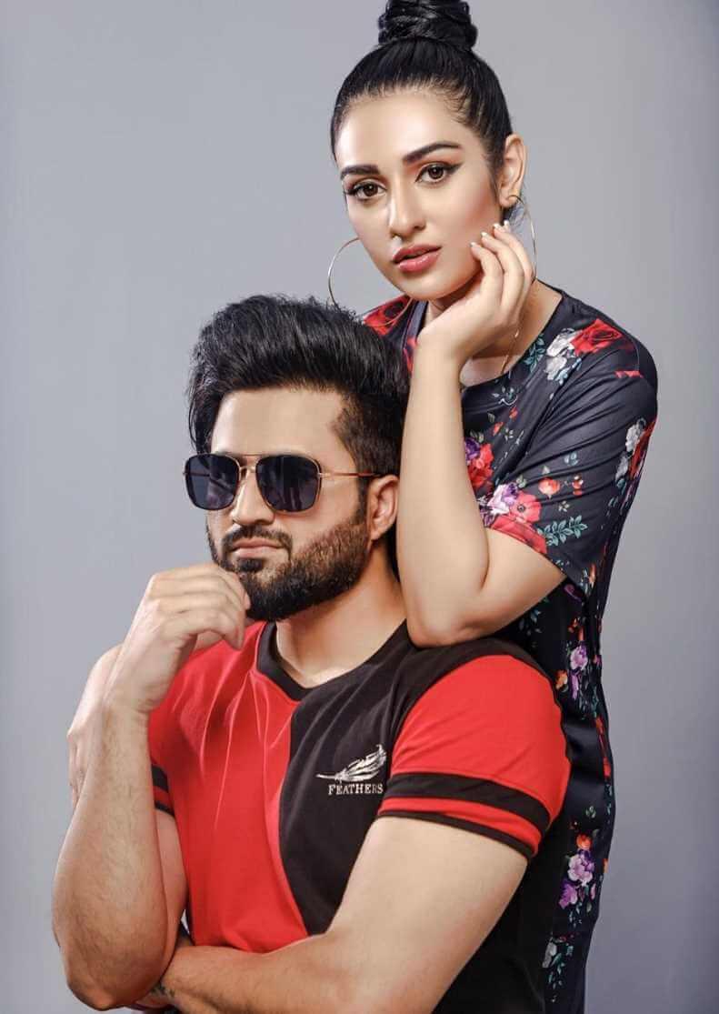 Sarah Khan With her Husband photoshoot