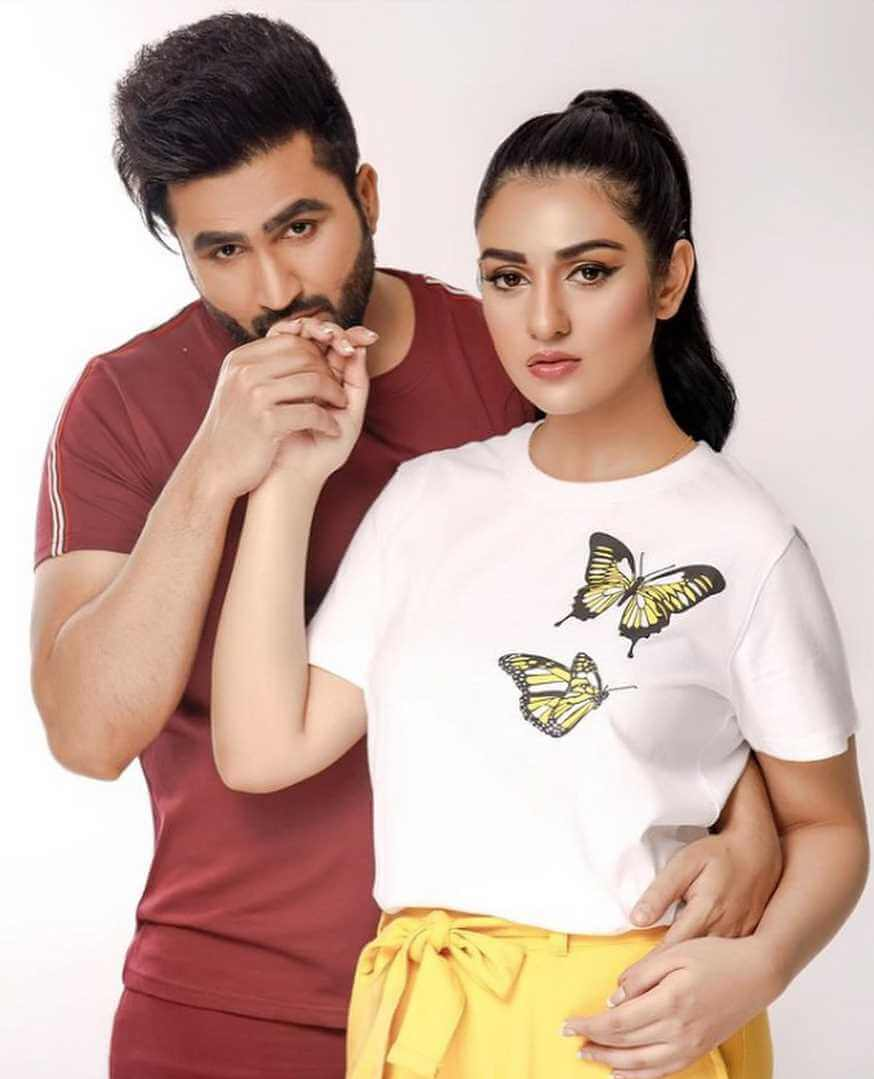 Sarah Khan With her Husband picture