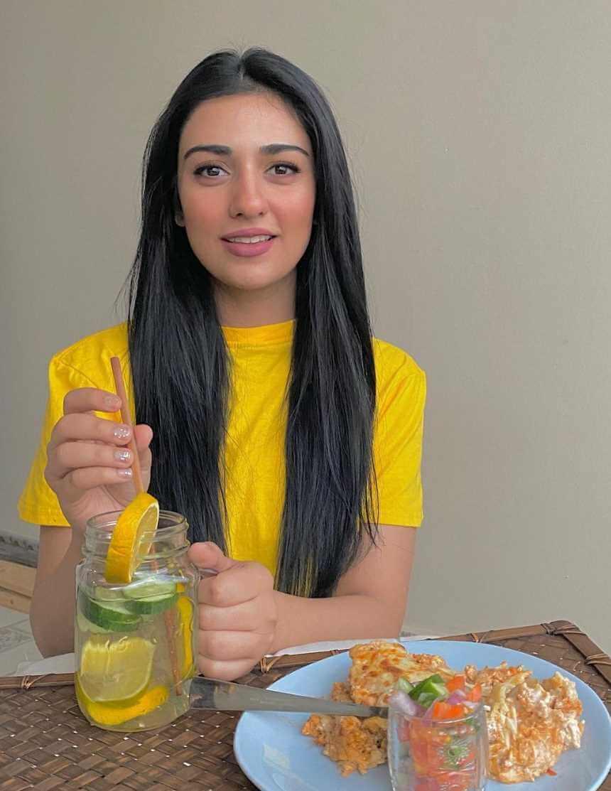 Sarah Khan with foods Pics