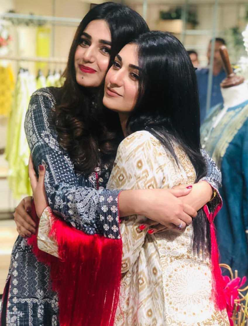 Sarah Khan with her Co-Artist Pic