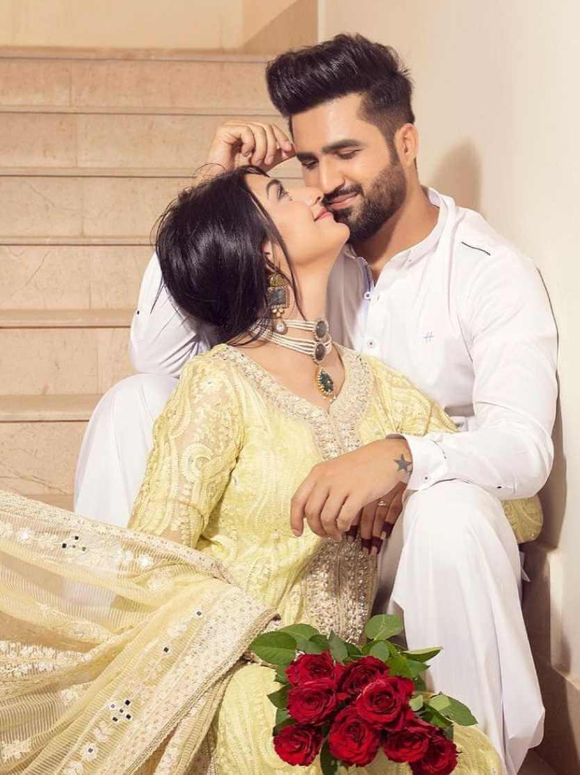 Sarah Khan with her Husband Romantic photo
