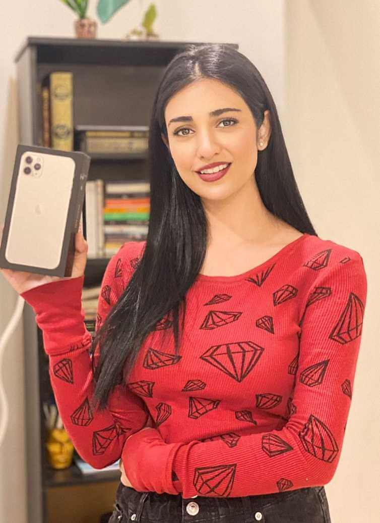 Sarah Khan with her i Phone 12 Max Pro