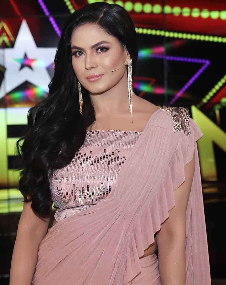 Veena Malik Saree Photo