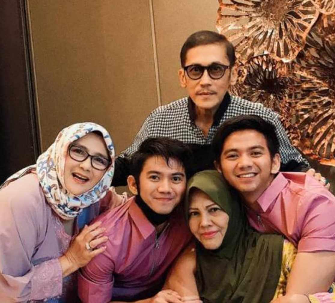 Yati Octavia Family Pic
