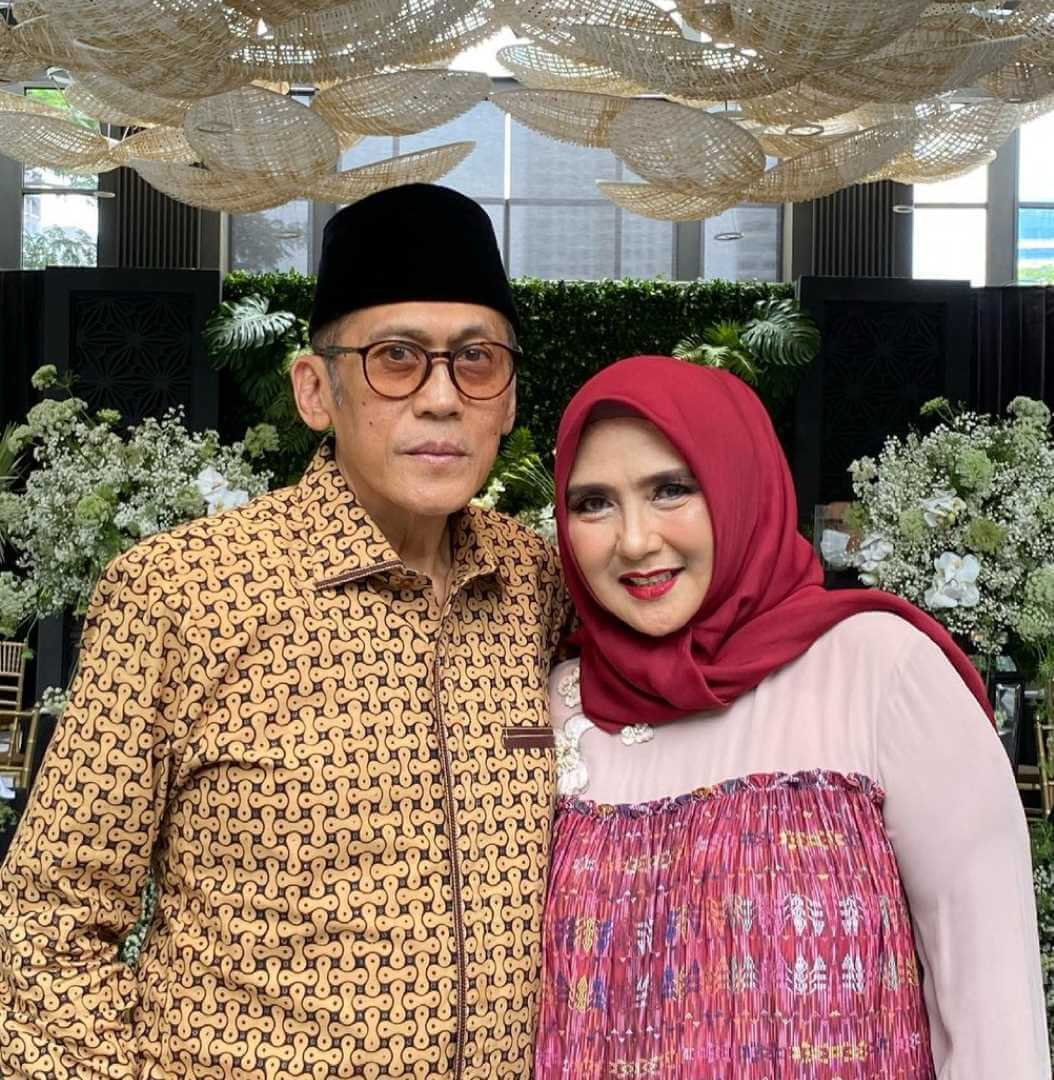 Yati Octavia with her Husband Photo