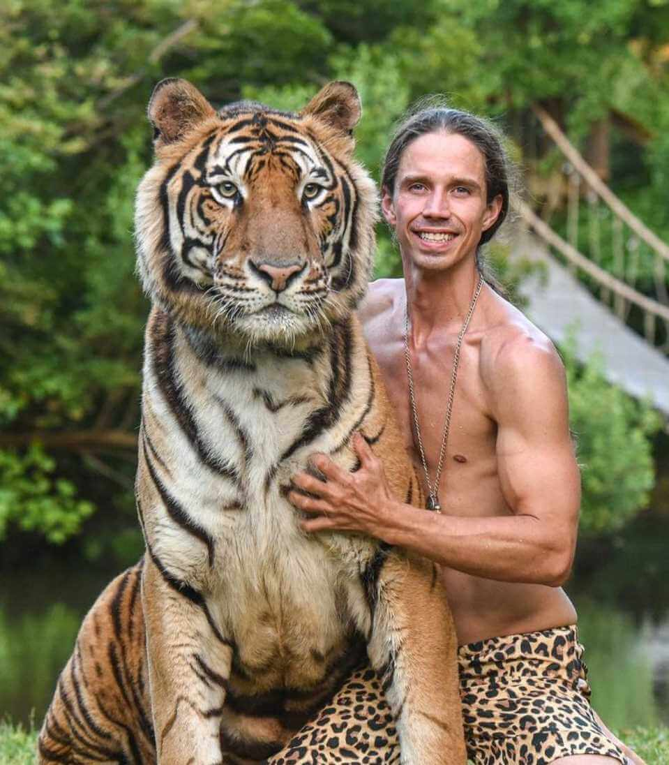 Kody Antle with Tiger Photos