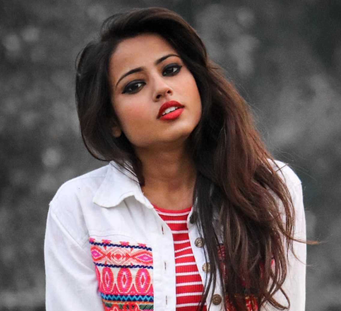 Nishu Tiwari  Photos